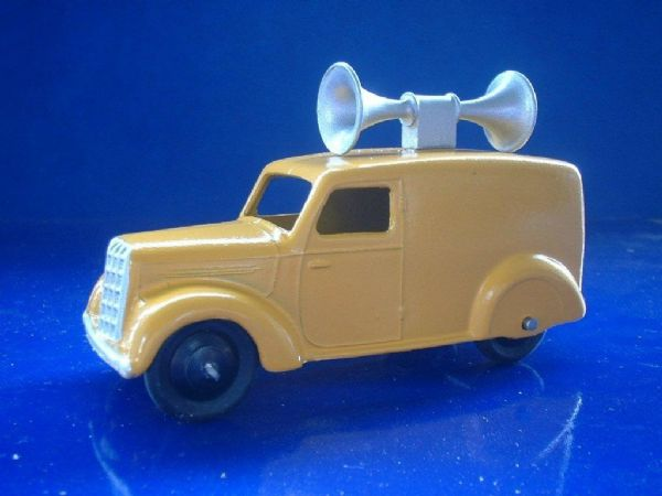 A DINKY TOYS COPY MODEL 34C / 492 LOUDSPEAKER  LOUD SPEAKER VAN ( Yellow )